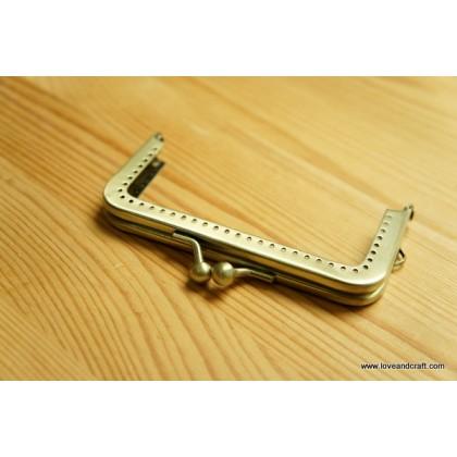 *T00316~* Rectangular Gold Frame 10cm