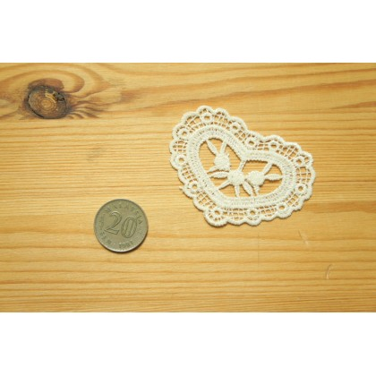 *R00492(10/3)-* Embroidery Patch: White love