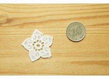 *T01495-* Embroidery patch: White flower