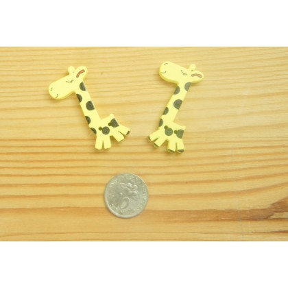 *B00297* Wooden Button: Giraffe