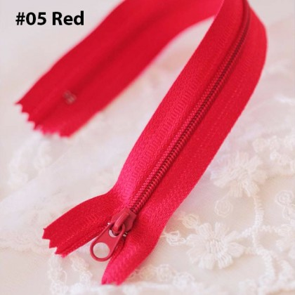 20cm Plastic Zip 10 Colours