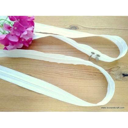 *T00361~* Double slided plastic zip 140cm