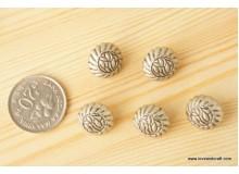 *B215-* Silver flower vintage button 1.5cm