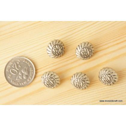 *B00215* Silver flower vintage button 1.5cm